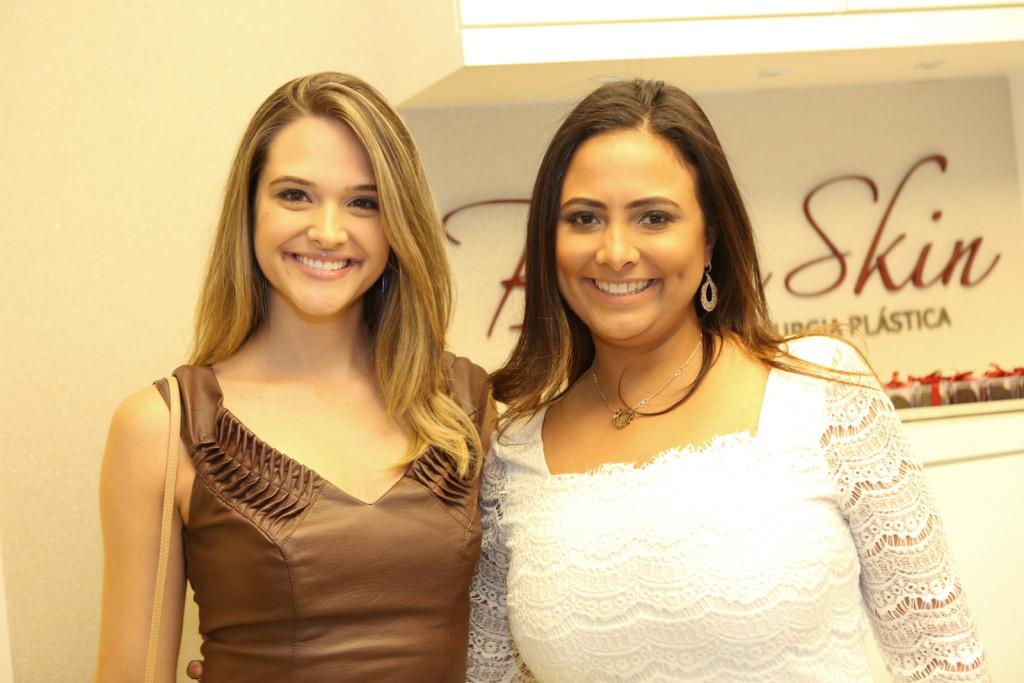 A atriz Juliana Paiva e sua médica dermato Marise Barbosa