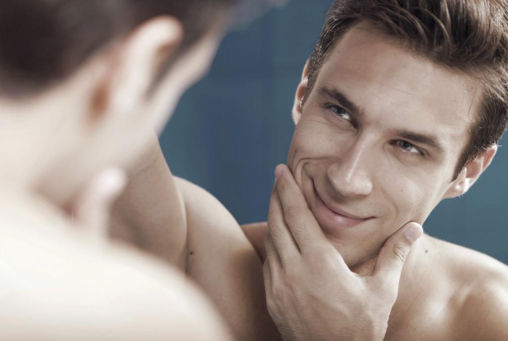 homem no espelho