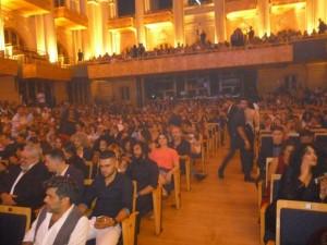 Foco de luz nos profissionais presentes ao evento